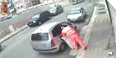 Uno degli arrestati travestito da netturbino