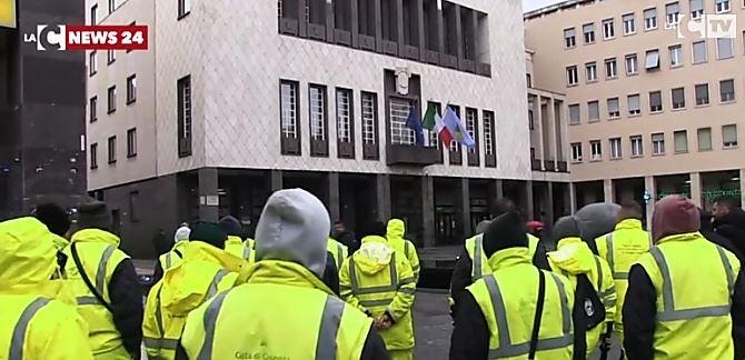 La protesta delle tute gialle a Cosenza