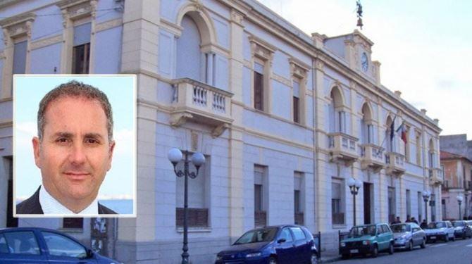 Il Comune di Villa San Giovanni e nel riquadro il sindaco Siclari