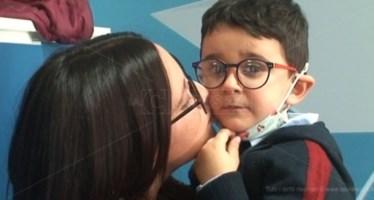 Affrontare la malattia col sorriso, la forza del piccolo Antonio e della sua mamma