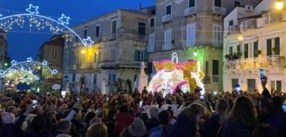Natale a Tropea, sabato la notte bianca: tutti pazzi per lo shopping