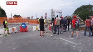 La marcia dei sindacati sul ponte Allaro: «Serve lavoro non assistenza»
