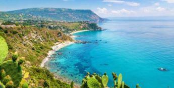 Balneazione in Calabria, dalle acque eccellenti alle interdizioni: ecco il report