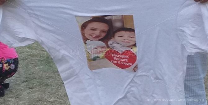 Una maglietta mostrata da Angelo