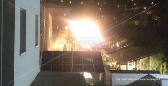 Scoppia un incendio nella sede dell'Arpacal, laboratorio analisi distrutto