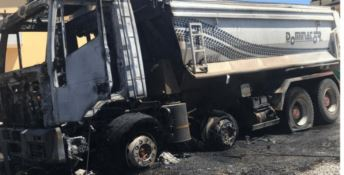 Crotone, esplode autocarro: l'incendio causato da un cavo elettrico tranciato