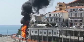 L'incendio al porto di Diamante
