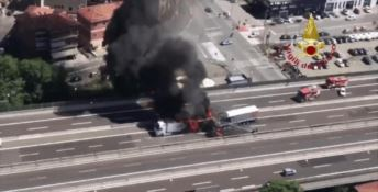 Tragico scontro tra tir in autostrada: muore un camionista