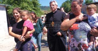 Scordovillo, il vescovo Schillaci tra le baracche: «Prima gli ultimi»