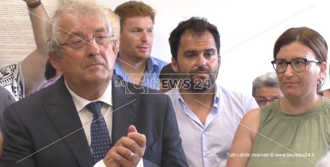 Il neo sindaco Ernesto Magorno insieme al consigliere Antonio Cauteruccio e all'assessore Francesca Amoroso