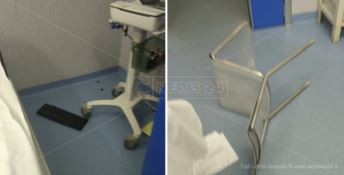 Raptus di rabbia al Pronto soccorso, paziente distrugge la sala emergenza