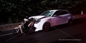 Tragico impatto sulla statale 106 a Crotone, morto un motociclista e ferito un bimbo