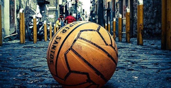 Pallone per strada