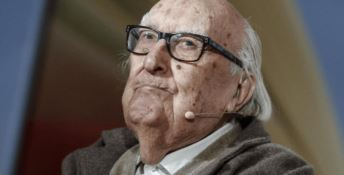 «Un comunista in meno»: i commenti di odio dopo la morte di Camilleri