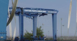"""Disservizi, disagi e quella """"stazione"""" fantasma nel porto di Schiavonea"""