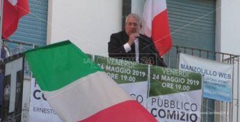 Ernesto Magorno durante la campagna elettorale