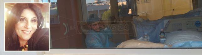 Danilo, il fratello di Maria Antonietta nella stanza insieme alla donna
