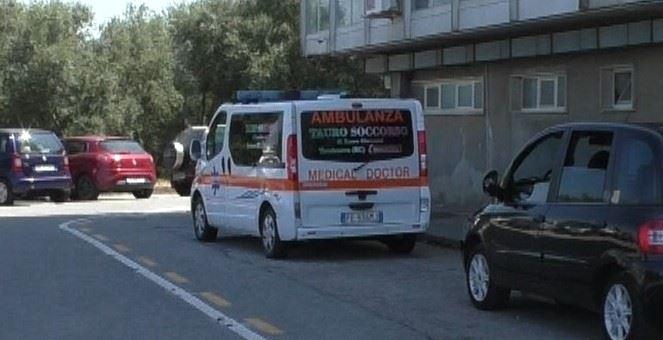 Nella piana caso ambulanze incandescenti