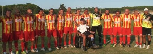 Sport e solidarietà, le vecchie glorie del calcio calabrese scendono in campo