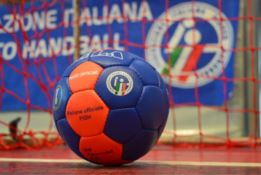 PALLAMANO | Lamezia blocca Crotone: il derby finisce in parità