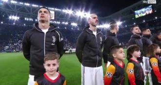 """Cristiano Ronaldo """"is back"""". Bagno di folla ad attendere il campione"""