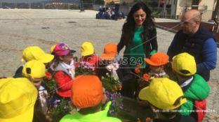 I bambini di Donnici festeggiano l'arrivo della primavera