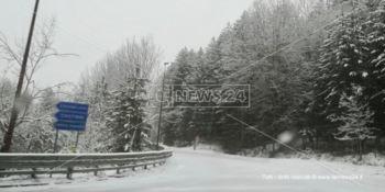 Il lungo inverno della Sila, nevica oltre i mille metri