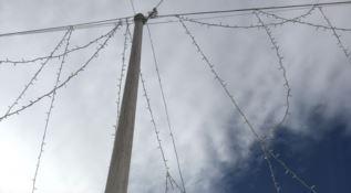 Cosenza, la denuncia: «Le luminarie di Piazza Bilotti rischiano di cadere»