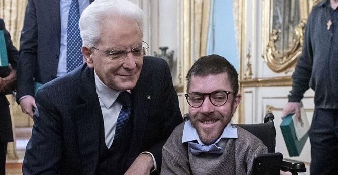 Sergio Mattarella: il selfie con Jacopo Melio