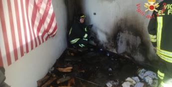 Incendio si propaga in un appartamento a Botricello