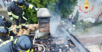 Incendio divampa in un comignolo a Chiaravalle