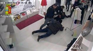 L'arresto nel negozio a Gioia Tauro