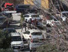 Parcheggiatori abusivi aggrediscono i carabinieri, due arresti a Soverato