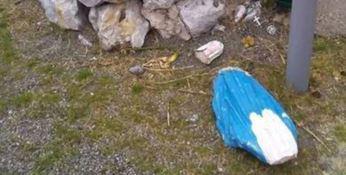 La statua della Madonnina distrutta