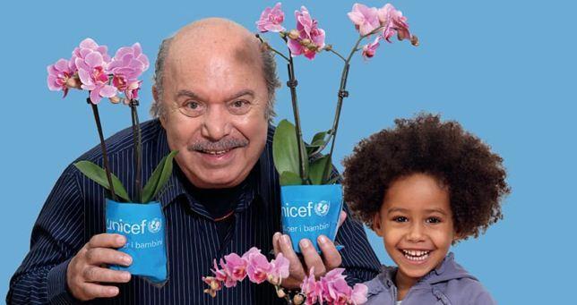Lino Banfi con l'orchidea