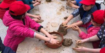 Bimbi a Gerocarne, tra argilla e forni antichi: tutti vasai per un giorno