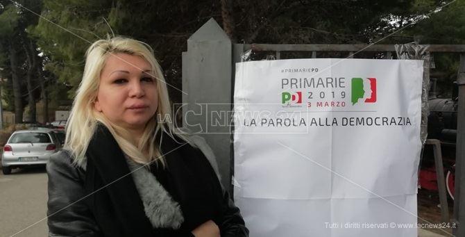 Alessia Bausone al seggio delle Primarie