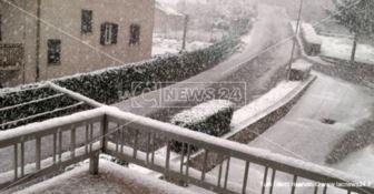 Pazzo clima in Calabria, nel Cosentino torna la neve