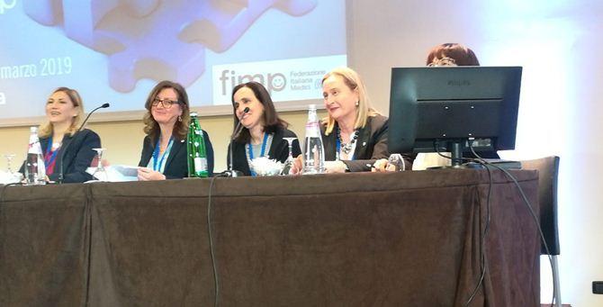 La d.ssa Licastro (terza da sinistra)
