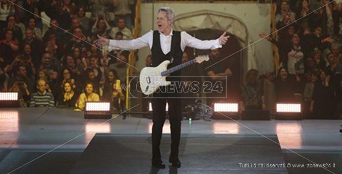 Claudio Baglioni sul palco di Reggio - Foto Antonio Sollazzo