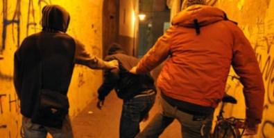 Quattordicenne picchiato e filmato, denunciati tre coetanei