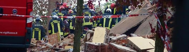 Scoppio in una cascina in Piemonte, tre morti (foto Ansa)