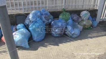 Non ci sono più discariche e la raccolta è ferma. Anche nella provincia di Cosenza è caos rifiuti