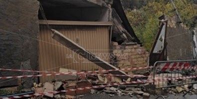 Uno degli ultimi stabili crollati a Triparni