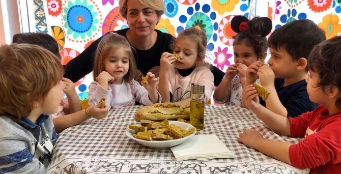 Pane e olio, la merenda della nonna torna a scuola