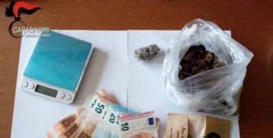 Nascondeva nell'armadio 100 grammi di marijuana: arrestato 39enne reggino