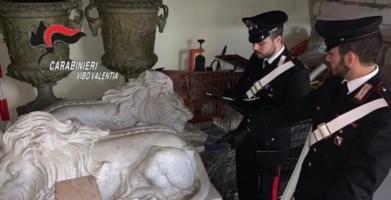 I reperti rinvenuti dai carabinieri