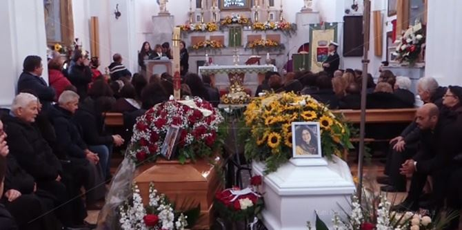 I funerali di Caterina e Teresa