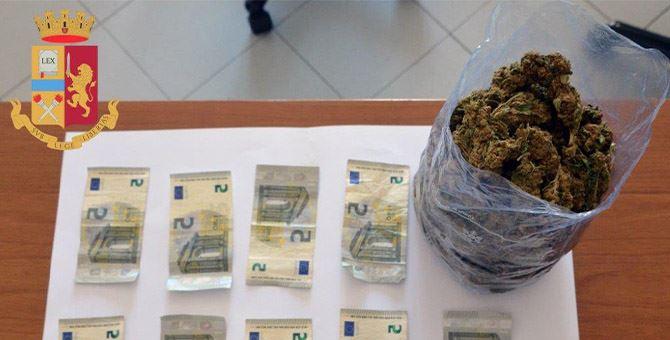 La cannabis contenuta nello zaino del nigeriano