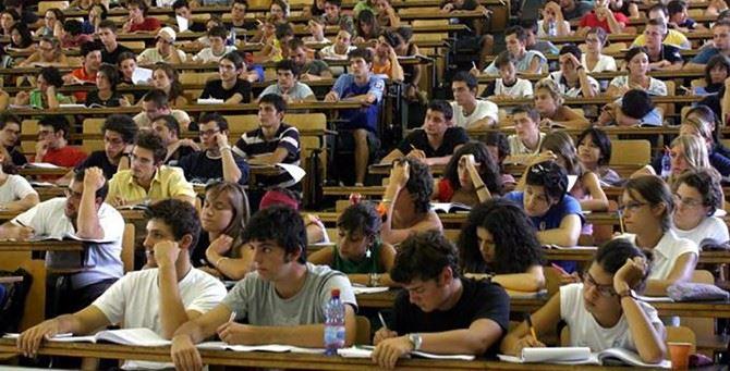Studenti in un'aula universitaria